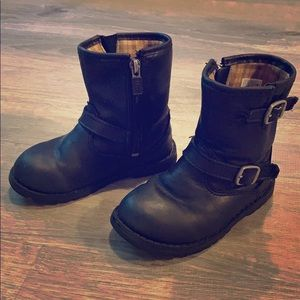 KIDS BLACK LEATHER UGG BUCKLE BOOT - HARWELL STYLE